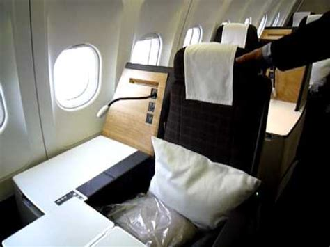 Touring the New SWISS Business Class Seat - YouTube