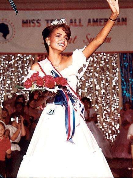18 Stars Who Were Crowned Homecoming Queen - The Hollywood