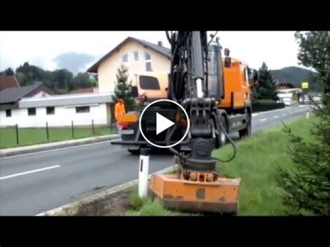 Banquets peel with the GB 4500 Echle Exact Truck Excavator