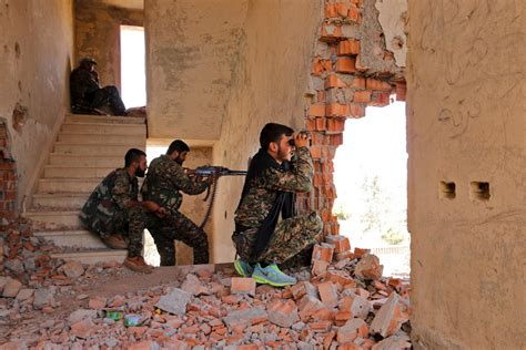 Syria: YPG militia capture Sarrin from Isis