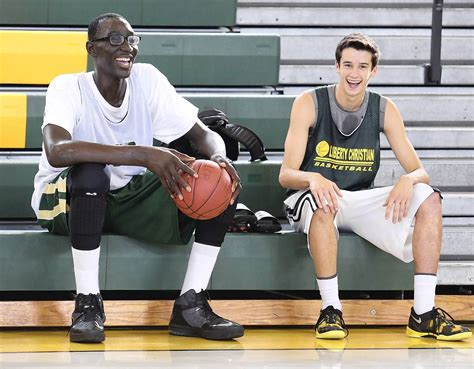 7-foot-6 Tacko Fall commits to UCF, picking Knights over