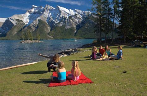 Picnicking in Banff: Tips, Tricks and the Best Picnic Spots